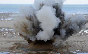 Explosion provoquée par les démineurs, vendredi  octobre, à Wissant.