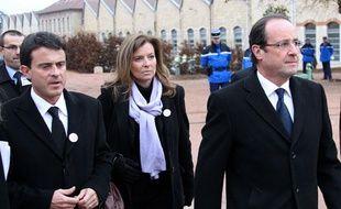 Manuel Valls, Valérie Trierweiler et François Hollande le 22 novembre 2011 à Cluny.