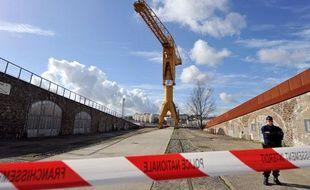 Un homme retranché dans une grue à Nantes le 15 février 2013
