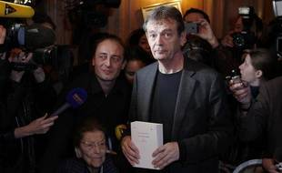 """Paris, le novembre 2013 - Restaurant Drouant Pierre Lemaitre, lauréat du prix Goncourt 2013 pour son roman """"Au revoir là-haut"""""""