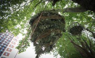 Installation éphémère des nids du Shadok où les Strasbourgeois pourront monter durant le week end.
