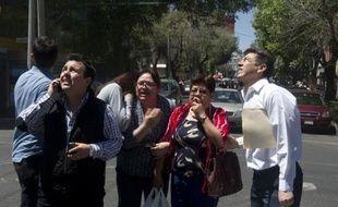 Un séisme d'une magnitude de 6,5 degrés sur l'échelle de Richter a secoué mardi la ville de Mexico, a indiqué l'Institut de sismologie mexicain, et des milliers de personnes effrayées sont sorties des immeubles et des habitations.