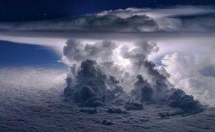 Santiago Borja a pris cette photo d'une tempête alors qu'il survolait l'océan Pacifique, au sud de Panama City.