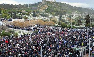 Une marée humaine assiste aux obsèques de l'opposant Chokri Belaïd à Tunis le 8 février 2013