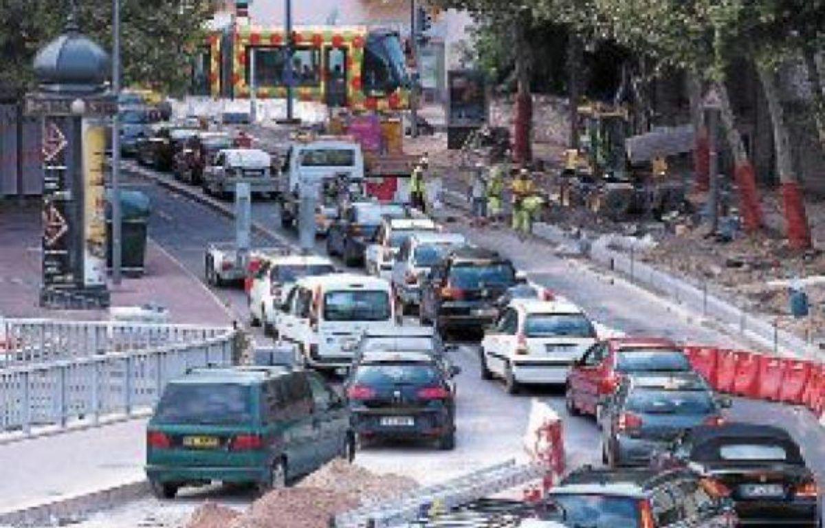 Sur les Quais du Verdanson, les travaux perturbent sérieusement le trafic. –  N. BONZOM / MAXELE PRESSE / 20 MINUTES