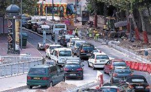 Sur les Quais du Verdanson, les travaux perturbent sérieusement le trafic.