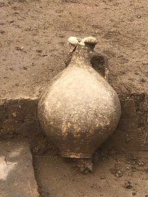 Une des urnes retrouvées.