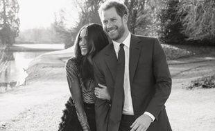 Photo officielle du prince Harry et de sa fiancée Meghan Markle