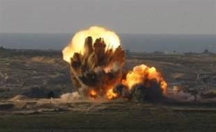 Israël a poursuivi vendredi, pour le 7e jour consécutif, ses bombardements aériens de la bande de Gaza, qui ont tué la veille un des chefs du mouvement islamiste Hamas et fait au moins 420 morts depuis le déclenchement de l'opération israélienne le 27 décembre