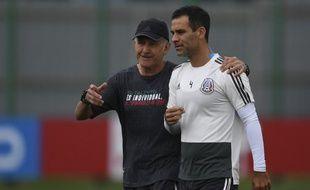 Juan Carlos Osorio et Rafael Marquez lors d'un entraînement du Mexique.