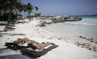 Des touristes sur une plage de la Riviera Maya, au Mexique.