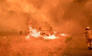 Le feu dévore un camion, en Californie, le 2 juillet 2018.
