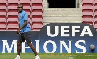 L'international français Eric Abidal, transplanté du foie en avril dernier, a été inscrit dans la liste A des 25 joueurs dont Barcelone veut disposer en Ligue des champions, selon les listes dévoilées mardi sur le site de l'UEFA.