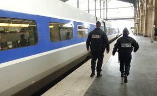 Une patrouille de la police ferroviaire dans un TGV entre Paris-gare du Nord et la gare de Lille-Flandre, illustration.