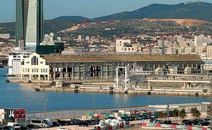 Installé sur les quais du port de la Joliette (2e), le J1 accueillera, au rez-de-chaussée, des activités de plaisance.