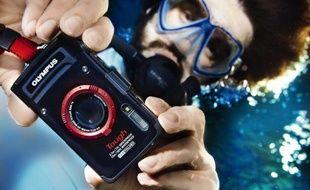 Pour le sport ou les sorties familiales, de plus en plus de compacts numériques sont waterproof et résistent aux chocs.