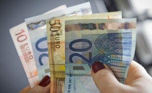 Elle avait plus de 800.000 euros en liquide dans un sac poubelle (illustration).