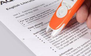 Le stylo Exam Reader lit les textes pour aider les dyslexiques à les déchiffrer