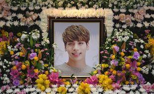 Un portrait de la star de K-pop Kim Jong-Hyun dans un hôpital à Séoul, le 19 décembre 2017.