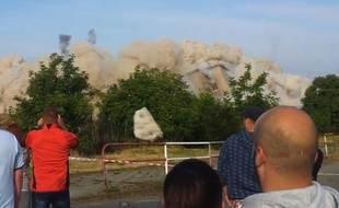 Capture d'écran de la démolition d'un immeuble en République Tchèque.