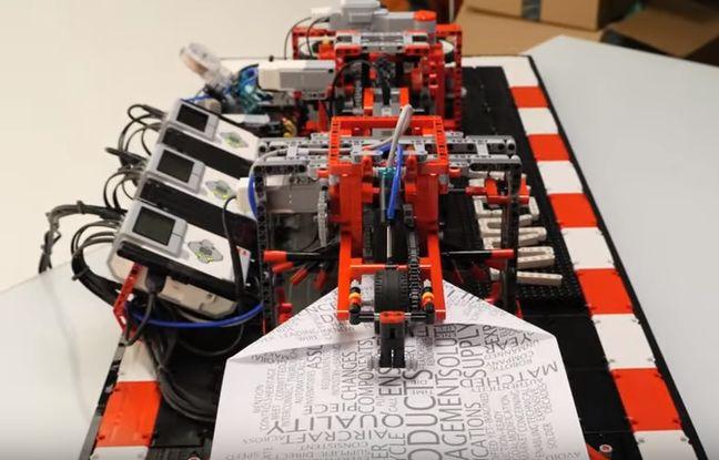 Arthur Sacek a conçu une machine en Lego qui fabrique des avions en papier.