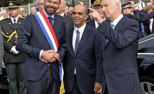 Edouard Philippe avec son écharpe de maire du Havre en 2014, aux côtés du roi de Belgique et du ministre Kader Arif.