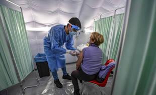 Une personne vaccinée contre le coronavirus, illustration