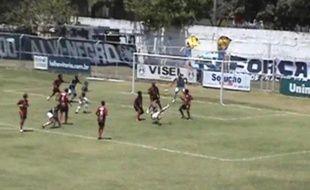 Un but après deux retournés acrobatiques au Brésil, lors d'un match de 4e division.