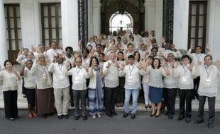 Un groupe de personnes participant au Climate Vulnerable Forum (CVF) à Manille le 11 novembre 2015