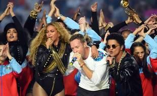 Chris Martin, leader de Coldplay et Bruno Mars (à droite), (ici aux côtés de Beyoncé) se produiront le même jour à Lyon : le 8 juin 2017.