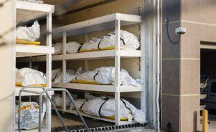 A El Paso, au Texas (13 novembre 2020), les morgues ont dû installer des camions frigorifiques, avec plus de 1.000 décès dus au Covid.