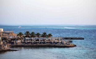 Une plage, le 15 juillet 2017 dans la ville de Hurghada, en Égypte, où la veille, un homme égyptien a poignardé deux touristes allemands et en a blessé quatre autres. AFP PHOTO / MOHAMED EL-SHAHED