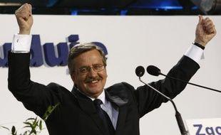Bronislaw Komorowski, candidat à la présidentielle polonaise, dans son QG, le 4 juillet 2010.