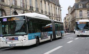 Bus du réseau de transport public TBC à Bordeaux