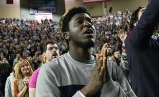 Des gens chantent des chants rock chrétiens avant l'intervention  de Donald Trump à Liberty University, à Lynchburg, en Virginie le 18 janvier 2016