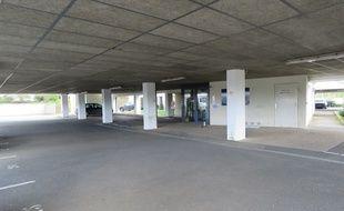 Le parking souterrain de l'IRSS, à Rennes, où un cadavre a été retrouvé dans un chariot de supermarché le 16 mars 2020.