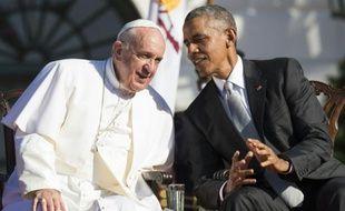 Barack Obama et le pape François affichent leur complicité lors d'une visite historique à la Maison Blanche à Washington, le 23 septembre 2015
