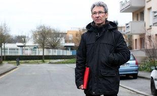 Patrick habite dans le quartier de la Poterie, à Rennes, depuis huit ans. Depuis un mois, il ne supporte plus son appartement où a été installé un compteur communiquant Linky.