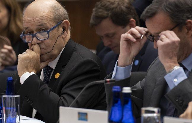 Jean-Yves Le Drian est désormais visé par une plainte déposée par une dizaine de familles d'enfants français retenus en Syrie.