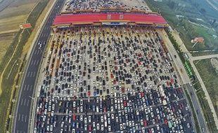 Des milliers de voitures bloquées en Chine sur une autoroute le 7 octobre 2015