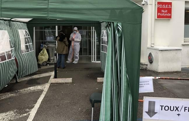 Champigny-sur-Marne, le 6 avril 2020. Une tente a été montée sur le parking de l'hôpital Paul d'Egine pour accueillir les malades du coronavirus.