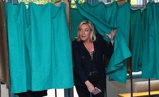 Marine Le Pen dans l'isoloir en 2014