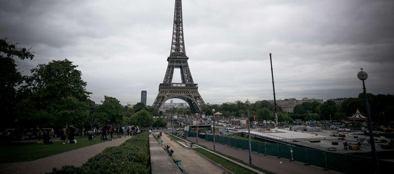 Paris sous les nuages (Illustration)
