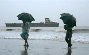 Les tempêtes cycloniques sont fréquentes en octobre et en novembre dans le golfe du Bengale bordé par les côtes orientales de l'Inde, celles du sud du Bangladesh et de l'ouest de la Birmanie.