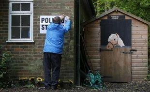 Un bureau de vote dans le sud-est de l'Angleterre, le 7 mai 2015