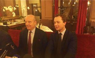 Alain Juppé et Maël de Calan, le 5 décembre 2017 à Bordeaux lors d'une conférence de presse commune.