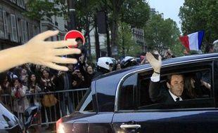 """Nicolas Sarkozy, battu à la présidentielle, a déclaré dimanche, devant des ténors UMP, qu'il ne serait """"plus jamais candidat aux mêmes fonctions"""", ce qui inclut donc la présidence de la République et la direction de l'UMP."""