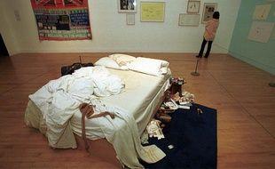 My Bed, oeuvre de Tracey Emin présentée en 1999 à la Tata Gallery pour le Turner Prize