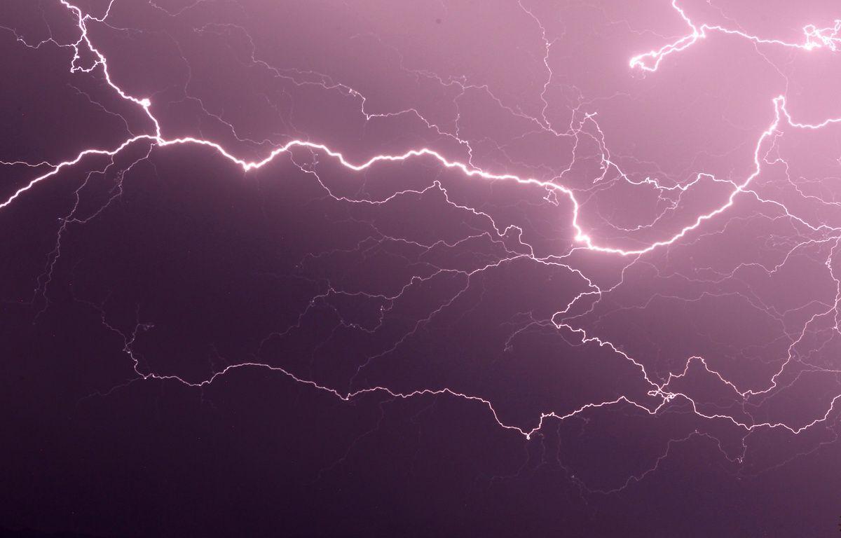 Illustration de la foudre dans le ciel. – PASCAL POCHARD CASABIANCA/AFP