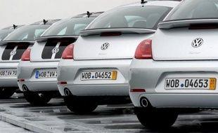 Les constructeurs automobiles allemands continuent d'engranger des milliards d'euros de bénéfices, sereins face aux turbulences qui inquiètent leurs concurrents, dont certains annoncent des suppressions d'emploi.